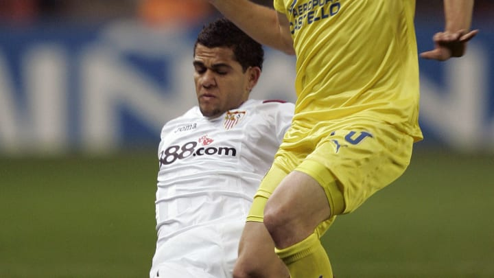 El histórico futbolista brasileño ya jugó 5 años para el Sevilla.