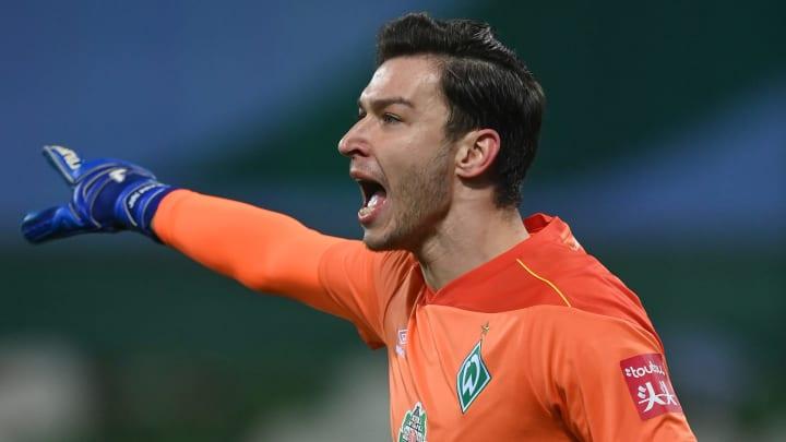 Die Zukunft von Werder-Keeper Jiri Pavlenka (28) ist weiter offen