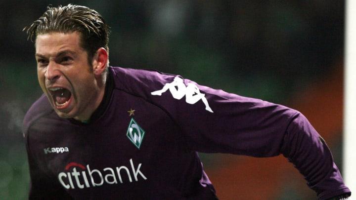 Werder Bremen's goalkeeper Tim Wiese sho