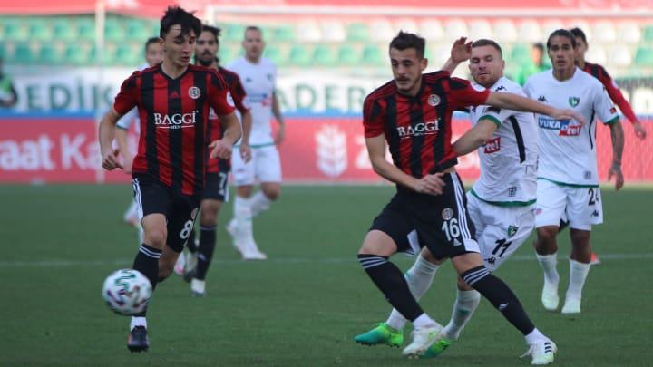 Mete Sevinç, Muris Mesanovic'e geçit vermiyor.