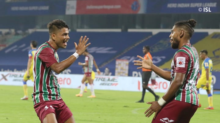 Roy Krishna celebrate his goal against Kerala Blasters with Prabir Das