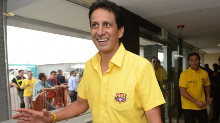 Cevallos al ser elegido presidente del Barca de Guayaquil