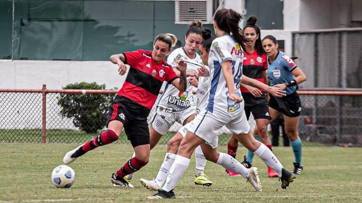 Várias equipes lutam por seus objetivos