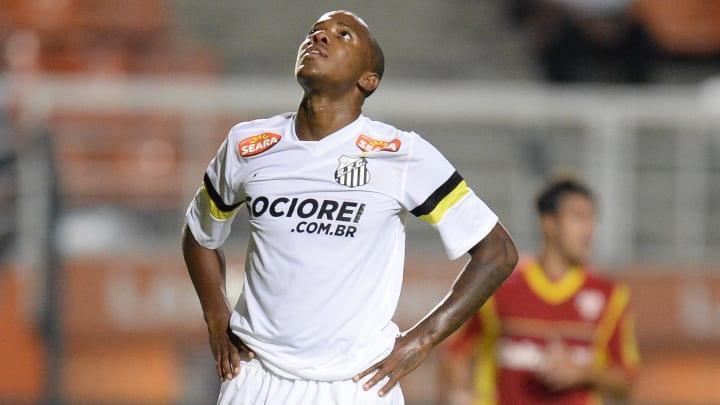 Atacante lamenta gol perdido pelo Santos.