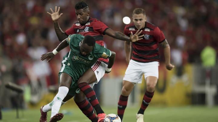 Piris da Motta e Rodinei devem retornar ao Flamengo, mas Rubro-Negro não conta com a dupla para a sequência da temporada; clube espera propostas