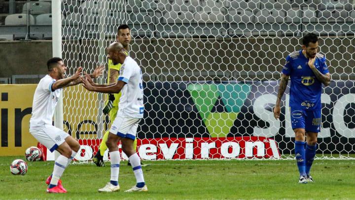 O Cruzeiro levou uma surra (3 a 0) do Avaí na Série B.