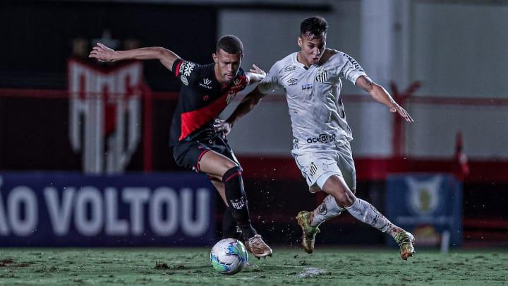 Santos e Atlético-GO se enfrentam pela 13ª rodada do Campeonato Brasileiro.