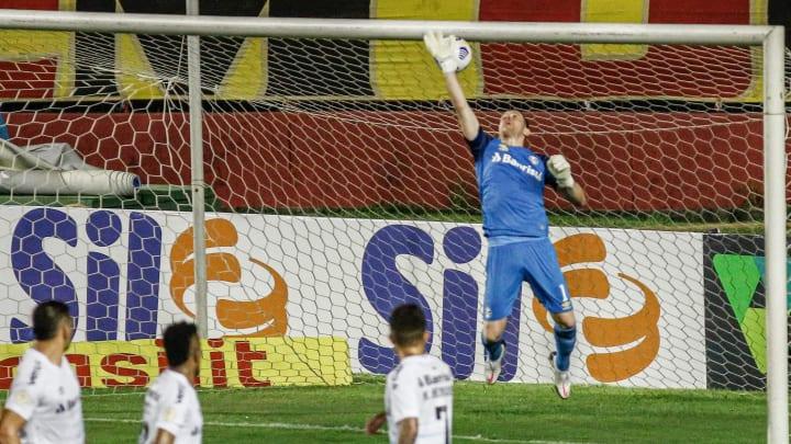 Substituto de Brenno tomou gol de falta na derrota por 1 a 0