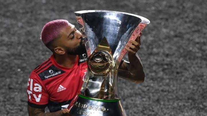 """Após conquistar o bi do Brasileirão com o Flamengo, Gabigol responde """"provocação"""" de Thiago Galhardo, do Inter: """"Não foi campeão nem artilheiro"""""""
