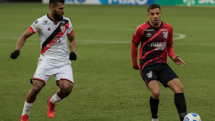 Uruguaio Terans marcou os dois gols do Furacão