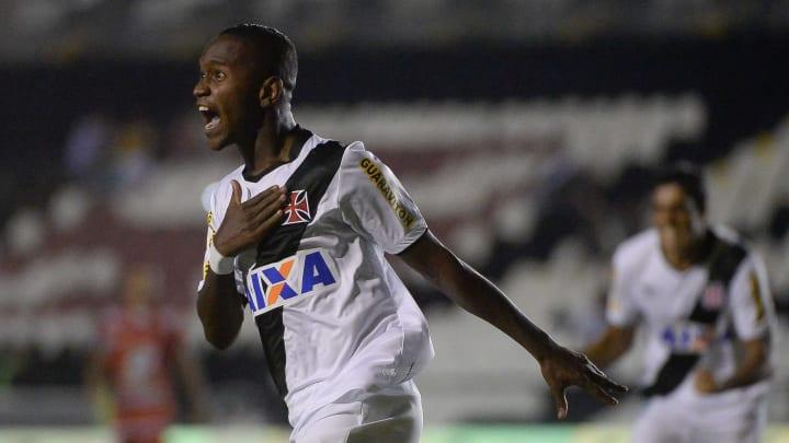 Yago comemora gol pelo Vasco na Copa do Brasil.