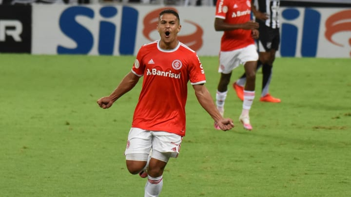 Caio Vidal anotou seu primeiro gol como profissional