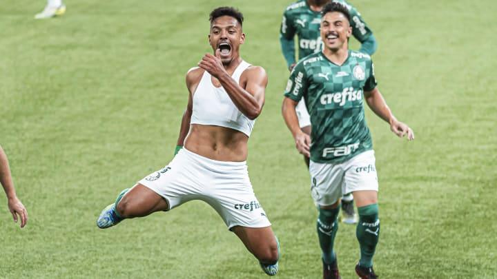 Gabriel Menino comemora gol do título do Palmeiras.