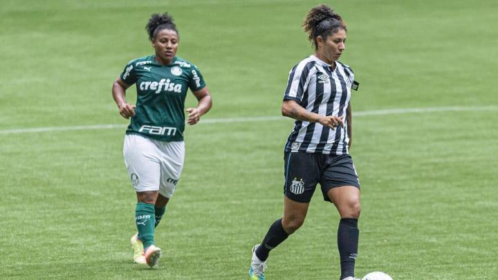 Cristiane renovou contrato com o Santos FC