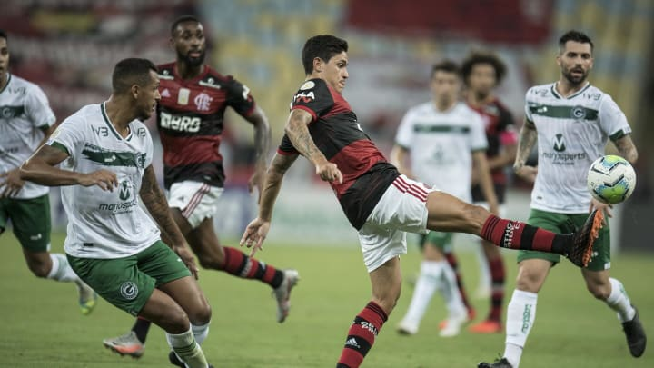 Goiás e Flamengo se enfrentam pela 30ª rodada do Campeonato Brasileiro.