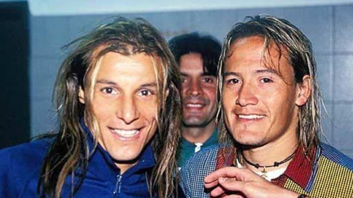 Claudio Paul Caniggia a la izquierda y Luis Hernández a la derecha. Ambos apodados como 'Pájaro' en Argentina.
