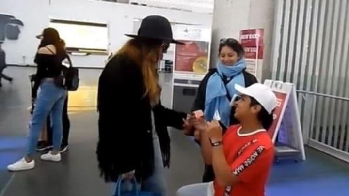 Danna Paola fue sorprendida en el aeropuerto