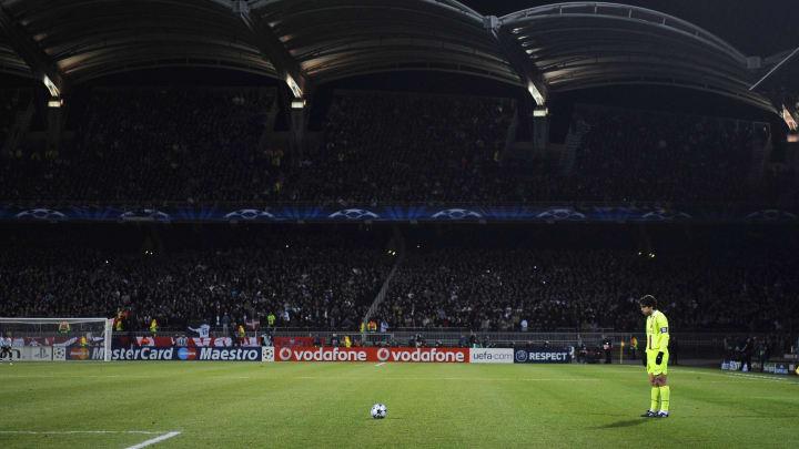 Juninho moments before scoring one of the best free kicks of his career against Barcelona in 2009