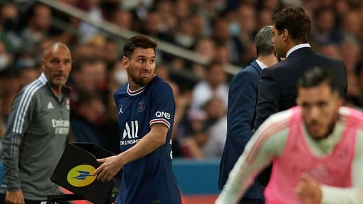 Messi sale indignado del partido