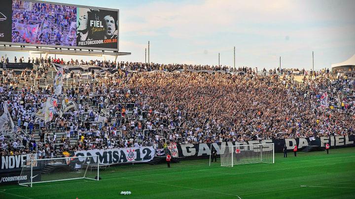 torcida treino Corinthians