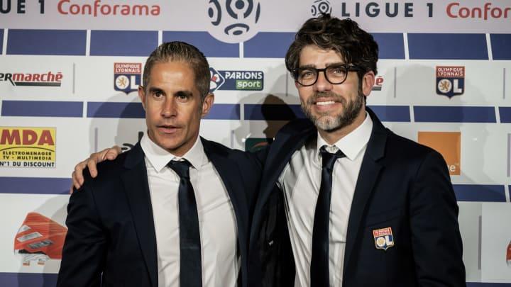 Juninho (R) and former Lyon manager Sylvinho