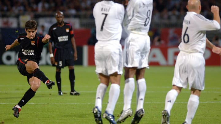 Juninho fires home a free kick against Real in 2005