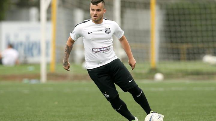 O meia foi revelado pelo Santos.