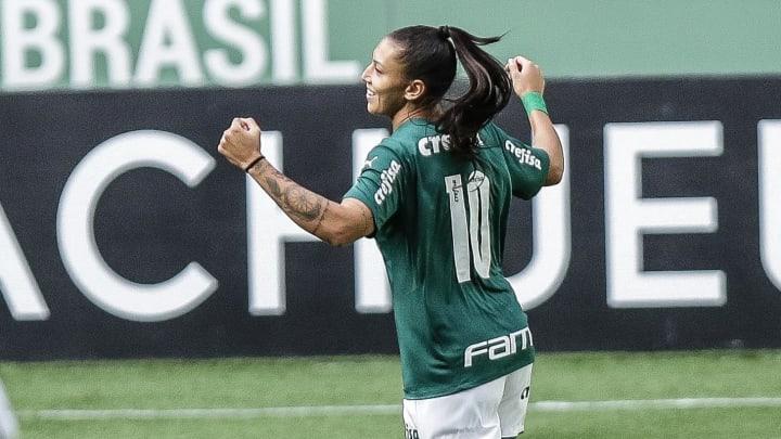 Bia Zaneratto voltou ao futebol chinês, mas segue acompanhando o Palmeiras