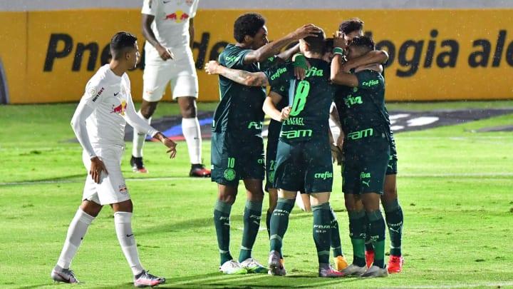 Palmeiras dominou a primeira etapa