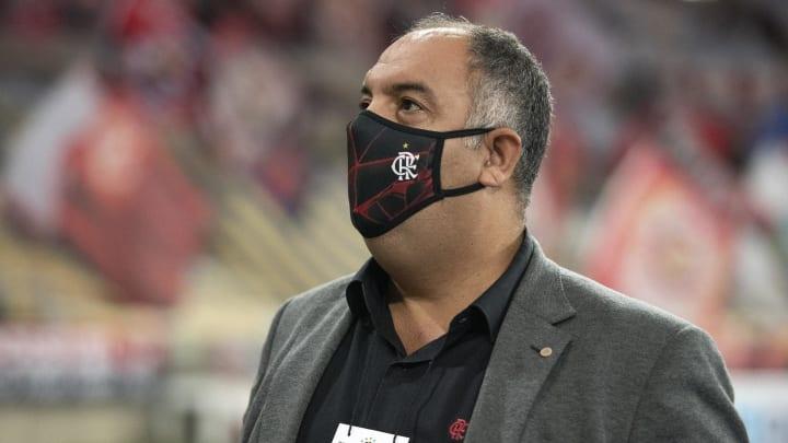 Com chegada de David Luiz, o Flamengo desistiu de contratar Maicon. Ex-São Paulo procura outras opções.