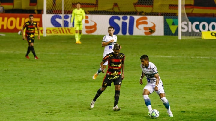 Lateral tem contrato com o Coxa até o final de maio