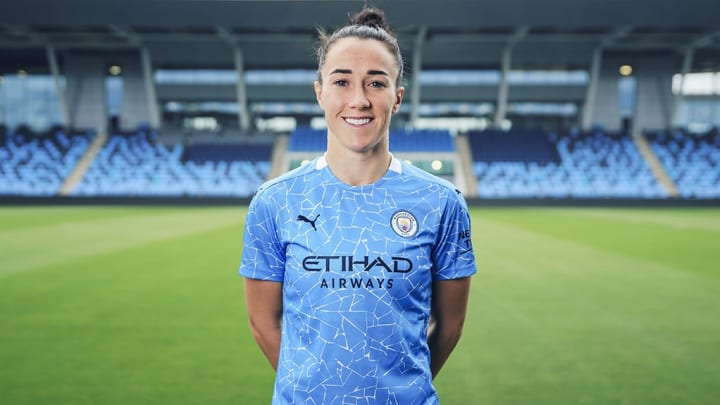 Lucy Bronze has re-signed for Manchester City