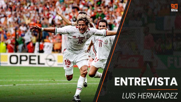 Luis Hernández celebrando un gol con la selección mexicana