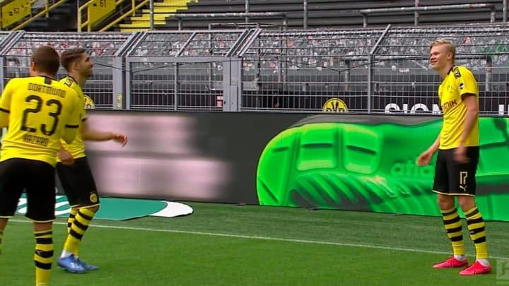 Haaland lập công cho Dortmund trong trận đấu với Schalke 04