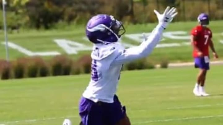 Justin Jefferson showed off an insane one-handed grab at Vikings camp.