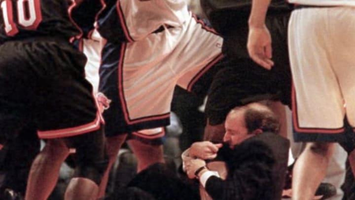 Jeff Van Gundy couldn't stop Mourning's beef with Johnson from boiling over