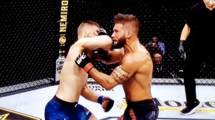 Jeremy Stephens takes a vicious elbow from Calvin Kattar at UFC 249