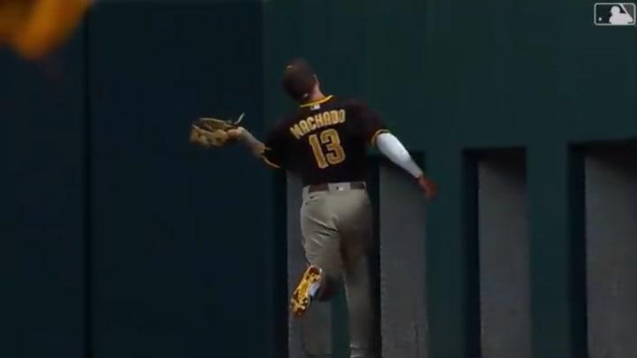 Manny Machado makes a ridiculous catch against the Texas Rangers