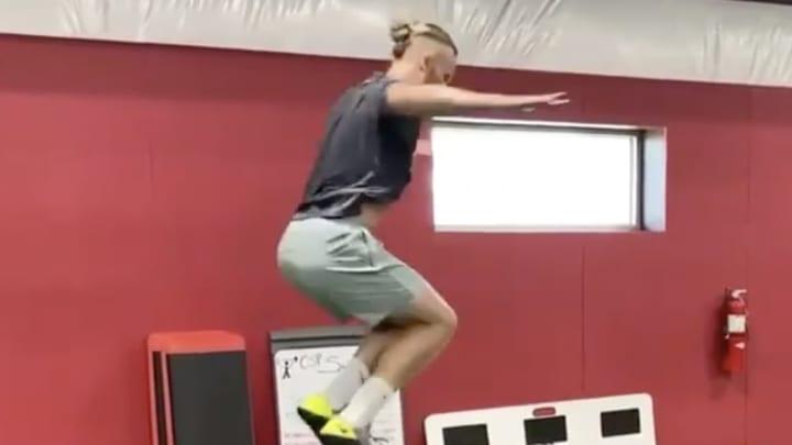 Noah Syndergaard entrena fuerte a pesar de no poder lanzar