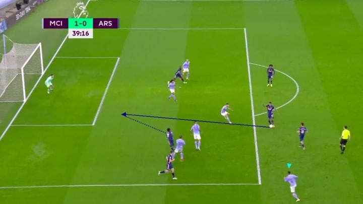 Bukayo Saka running onto a through pass vs Manchester City