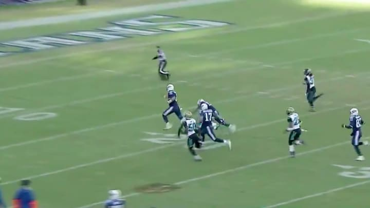 Marcus Mariota has a highlight that proves he should be competing with Derek Carr in Las Vegas.