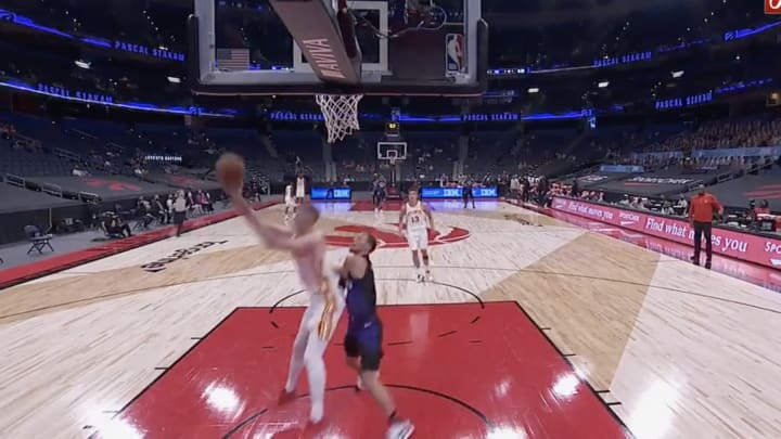 Kevin Huerter lays it in