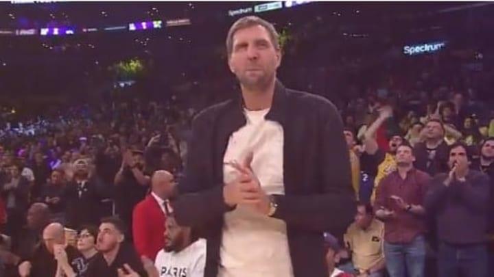 Nowitzki recibió una tremenda ovación y un tributo por parte de los Lakers este domingo