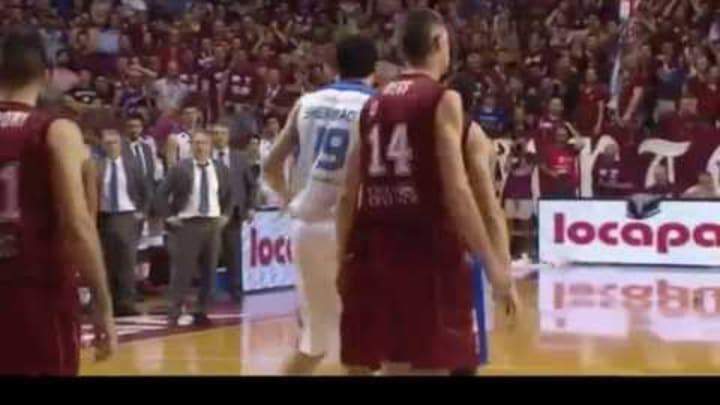 Espulsione Metta - Venezia - Cantù Playoff Basket 2015