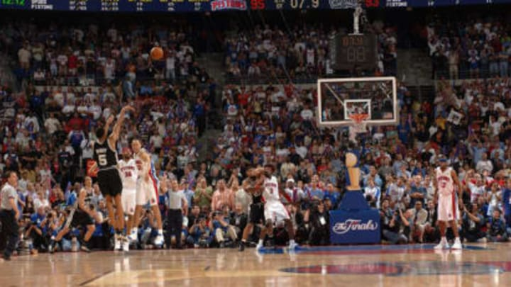 Robert Horry shoots a game-winning shot to put the Spurs up 96-95 with 7.6 seconds left in overtime against the (Photo: Noah Graham/NBAE/Getty Images)