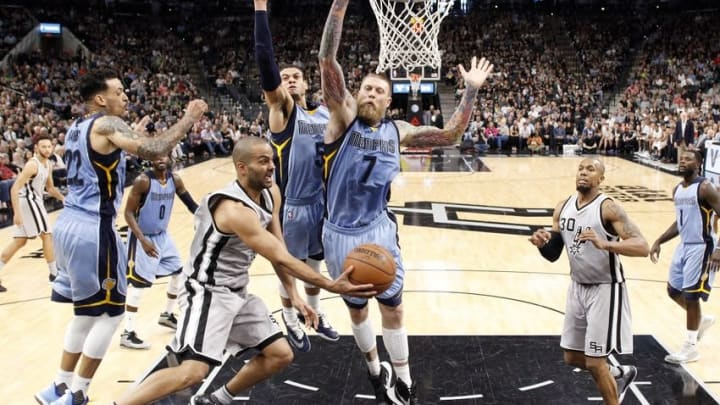 Mar 25, 2016; San Antonio, TX, USA; San Antonio Spurs point guard Tony Parker (9, left) passes under pressure from Memphis Grizzlies power forward Chris Andersen (7) to David West (30) during the second half at AT&T Center. The Spurs won 110-104. Mandatory Credit: Soobum Im-USA TODAY Sports