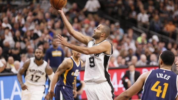 Nov 1, 2016; San Antonio, TX, USA; San Antonio Spurs point guard Tony Parker (9) shoots the ball against the Utah Jazz during the second half at AT&T Center. Mandatory Credit: Soobum Im-USA TODAY Sports