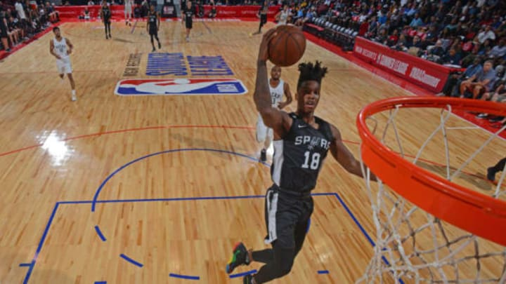 LAS VEGAS, NV – JULY 12: Lonnie Walker IV #18 of the San Antonio Spurs goes to the basket (Photo by David Dow/NBAE via Getty Images)