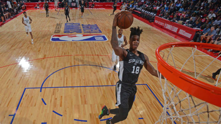 LAS VEGAS, NV - JULY 12: Lonnie Walker IV #18 of the San Antonio Spurs goes to the basket (Photo by David Dow/NBAE via Getty Images)