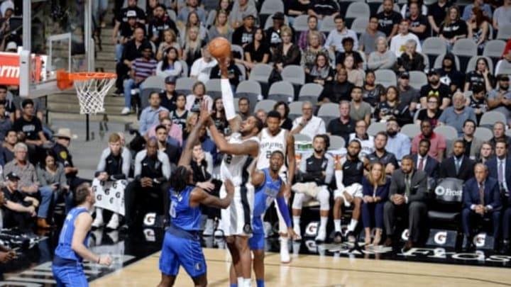 SAN ANTONIO, TX – OCTOBER 29: LaMarcus Aldridge #12 of the San Antonio Spurs shoots the ball against the Dallas Mavericks (Photos by Mark Sobhani/NBAE via Getty Images)